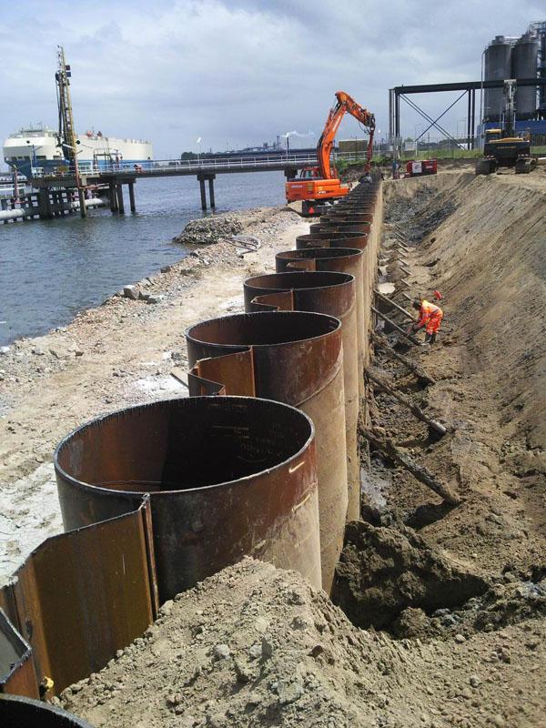 Tubular Combiwall Producido Para Puerto Amsterdam, Holandés