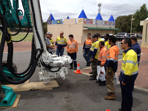 Gran Acero Pilotaje Asistió Occidental Exposición De Minería De Australia En Australia