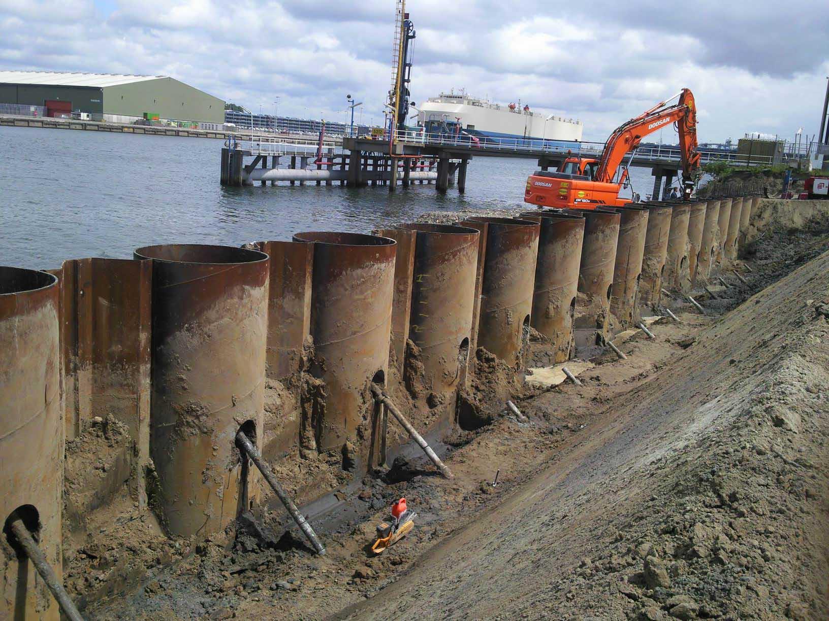 21.000 toneladas de tablestaca tubulares embarcadas al puerto de Manzanillo, México.