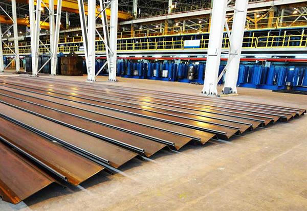 Estabilidad de Breakwater Foundation reforzada con Tablestacas de Acero bajo carga dinámica